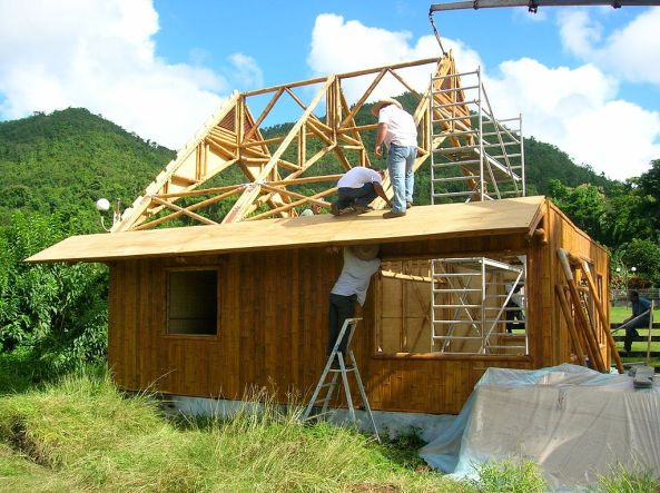 Construction of a 100% bamboo house in Martinique, certified earthquake and cyclone resistant. Credit: J'ai pris cette photo